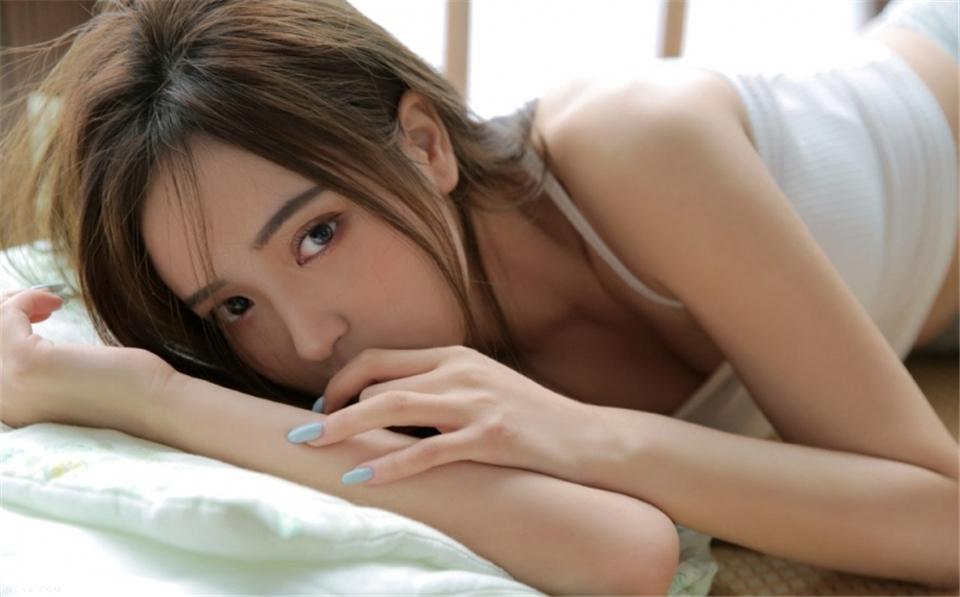 大眼美女夏日超短裤清纯火辣私拍