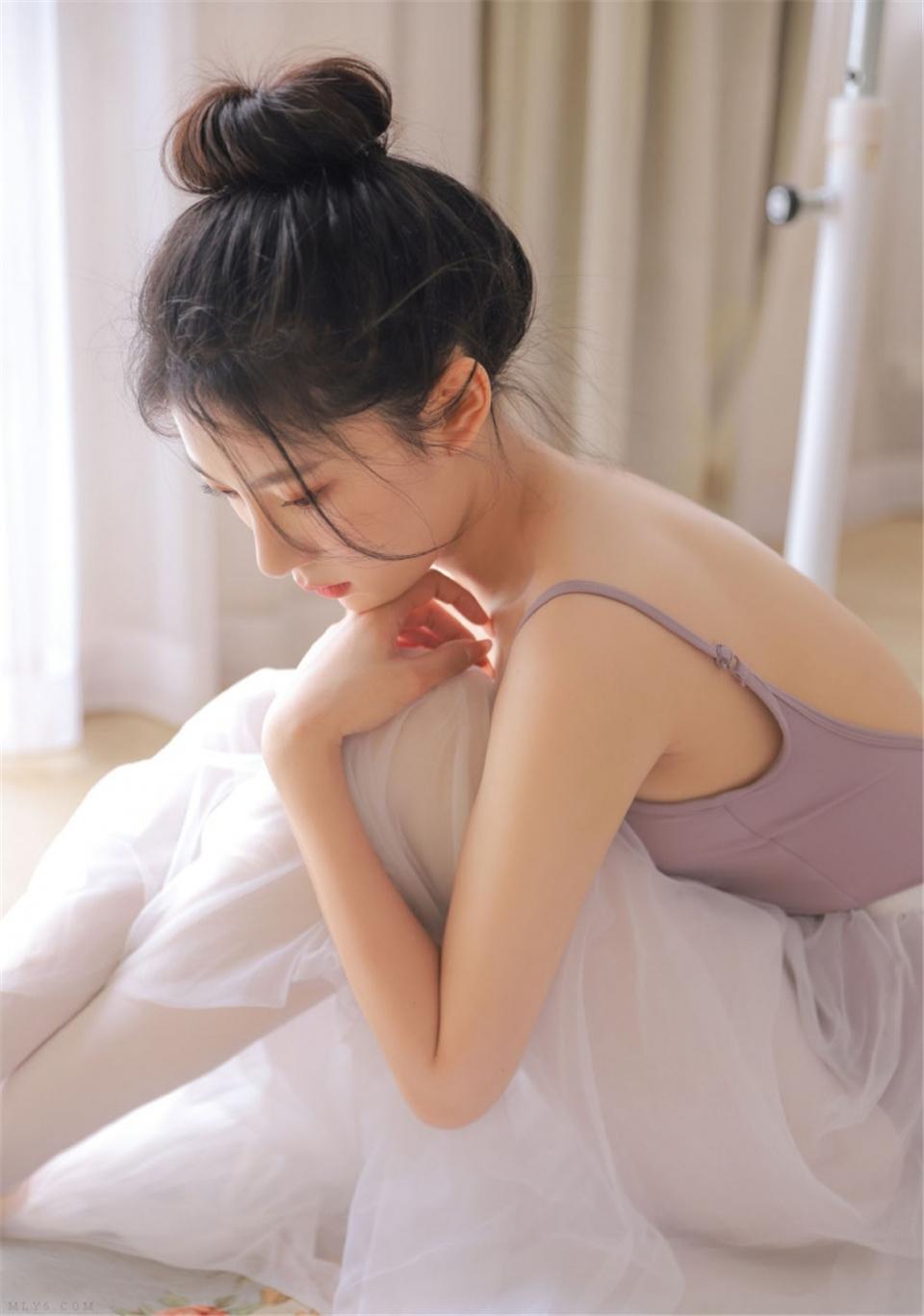 芭蕾舞小姐姐香肩美背室内写真