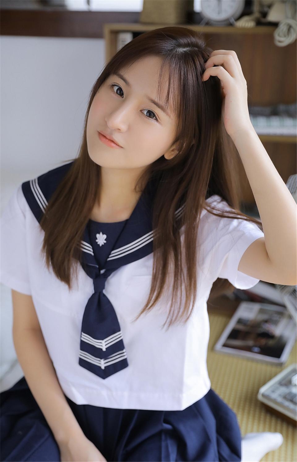 清纯水手服学生妹室内个人写真